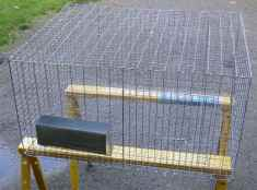 All-wire cage sized 30